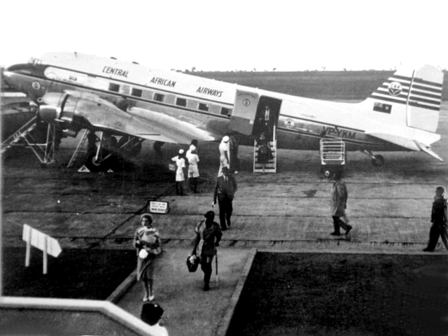32935 VP-YKM Central African Airways David Mayo-00