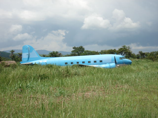 33257 9Q-CWI accident on 19 June 2005 at Kilembwe DRC Colin Laker taken January 2007 1