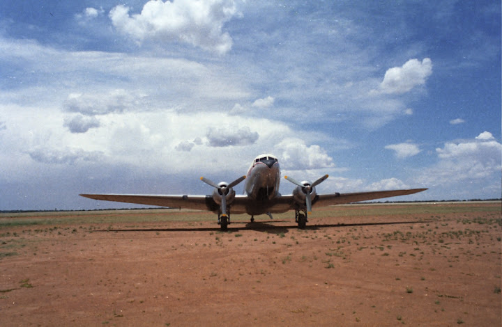 33257 ZS-KIV African Air Carriers DC-3 and skydivers in Klerksdorp Daniel Zuppinger-01
