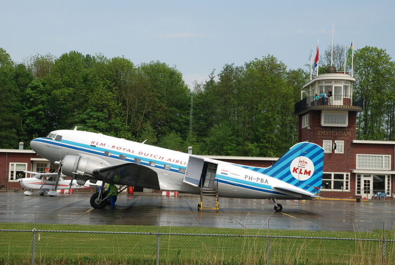 PH-PBA_DDA_DC-3_Prinses_Amalia_Ron_Mak_Lelystad_28_April_2011_a