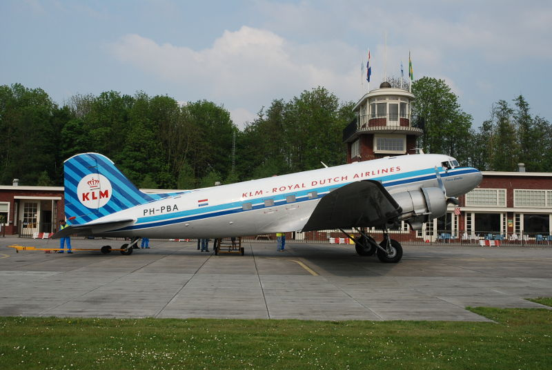 PH-PBA_DDA_DC-3_Prinses_Amalia_Ron_Mak_Lelystad_28_April_2011_d